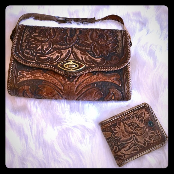 e9df0866418c VINTAGE Handmade Tooled Leather Purse & Wallet